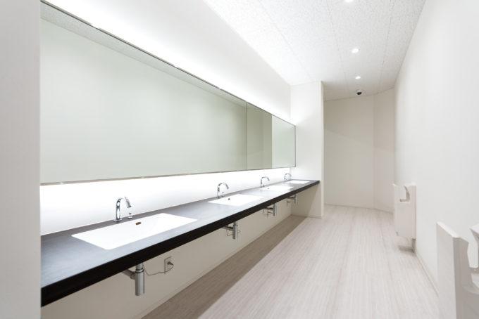 食堂前の手洗いスペース