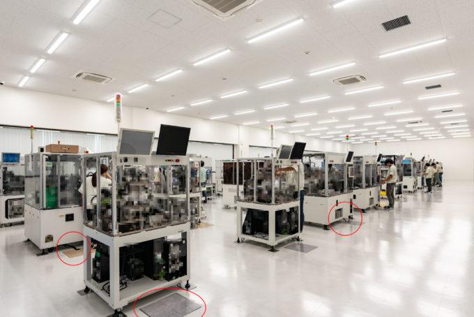 AKIM 工場の組み立て検査シーン